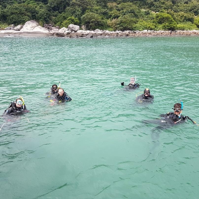 Divers getting ready to survey Bãi Ông site. Source: Pornnatcha Sankhaprasit