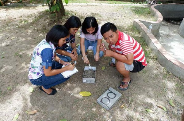"""Some of the participants in the """"Shoebox Archaeology"""" activity. Source: A. Tesoro"""