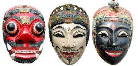 Typology of masculine characters in the Malang mask style, from left to right: Kollo Marko Mamang, an arrogant, evil character; Gunung Sari, a refined, noble character; Tokoh Panji Lembu Amijaya, a wise, discerning character. Source: Photo by Guntur and Nurohim.
